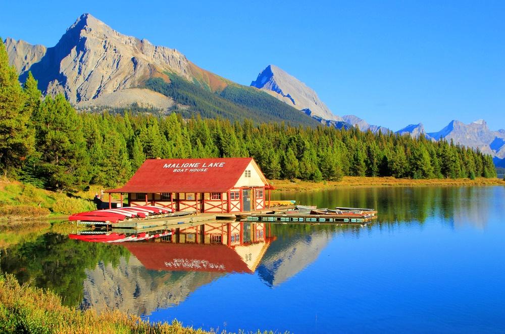 10 สุดยอดทะเลสาบที่สวยที่สุดในแคนาดา